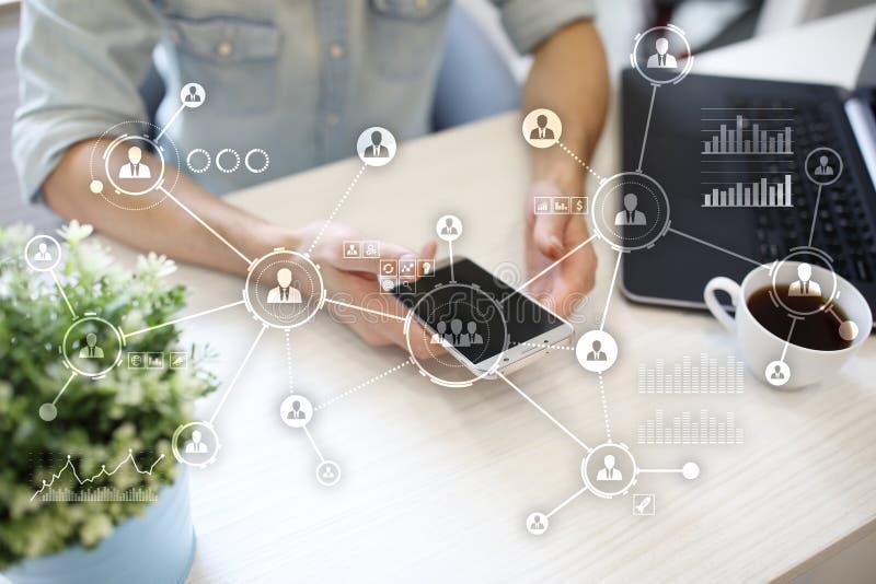 social design för massmediadiagramillustration över vit Organisatorisk struktur Timme samla ihop kommunikationsbegreppskonversati arkivfoto