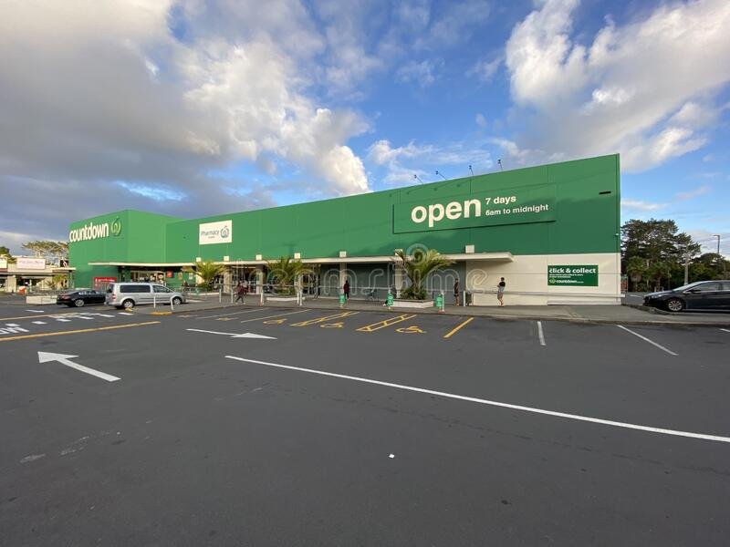 Social Distancing While Shopping During Lockdown. AUCKLAND-Mar.30: Shoppers at Countdown Supermarket practice social distancing while queuing to enter the stock photos