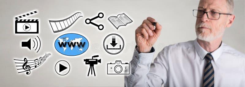 Social information om affärsmanteckning som delar begrepp arkivbilder