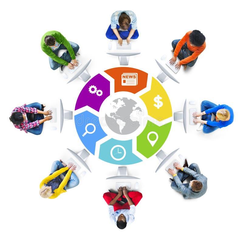 Social nätverkande för folk och begrepp för globalt nätverk royaltyfri foto