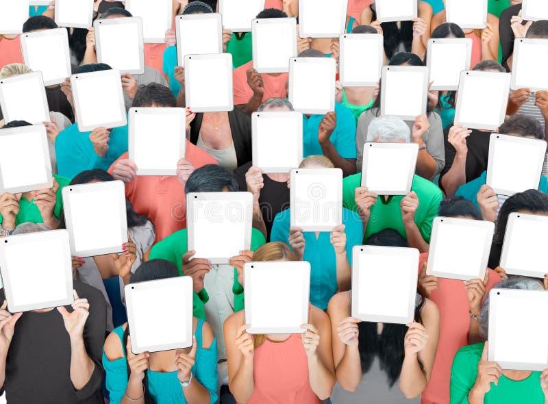 Social recueillant le concept de société de communication de Tablette de Digital photo libre de droits