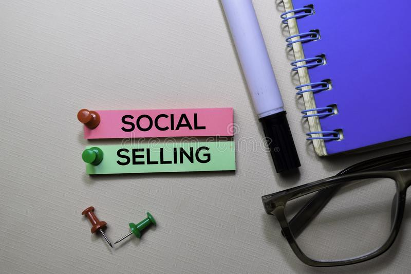 Social Selling text on sticky notes isolated on office desk royalty free stock photos