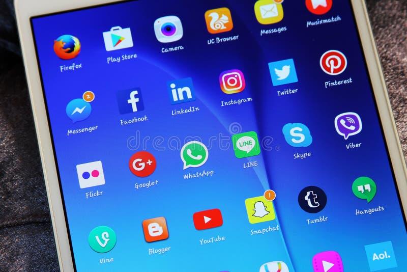 Sociala symboler för massmedianätverksapplikationer royaltyfria foton