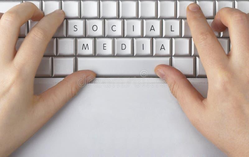 Sociale die Media op een computertoetsenbord nauwkeurig worden beschreven royalty-vrije stock afbeelding
