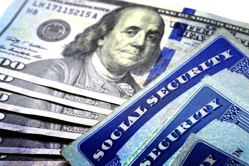 Socialförsäkringkort som föreställer finanser och avgång royaltyfri fotografi