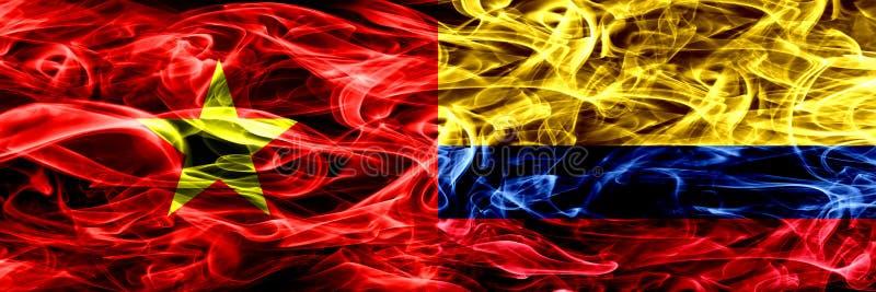 Socialist Republic of Vietnam contra Colômbia, bandeiras colombianas do fumo colocadas de lado a lado Bandeiras de seda coloridas ilustração stock