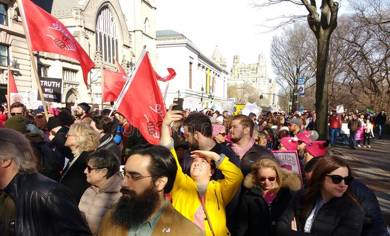Socialistes Democratic de l'Amérique, ` s mars, NYC, NY, Etats-Unis de femmes photo stock