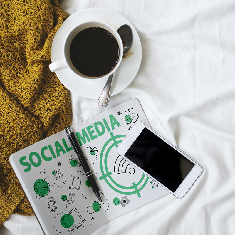 Socialt begrepp för massmediaordWifi signal royaltyfri foto