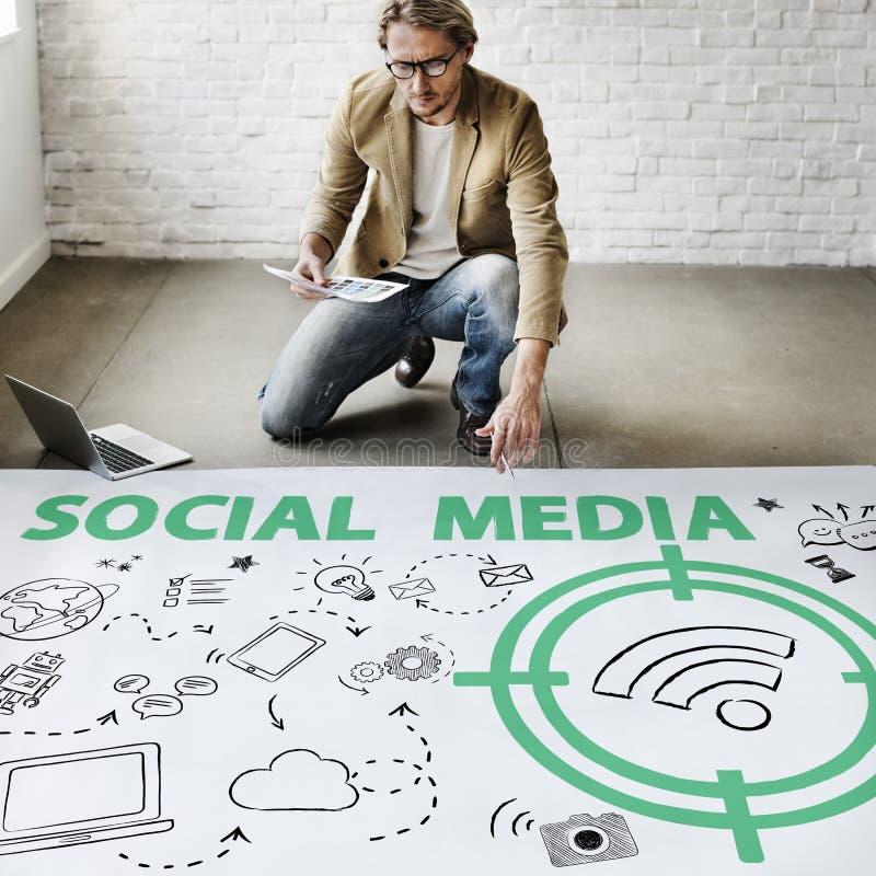 Socialt begrepp för massmediaordWifi signal arkivfoton