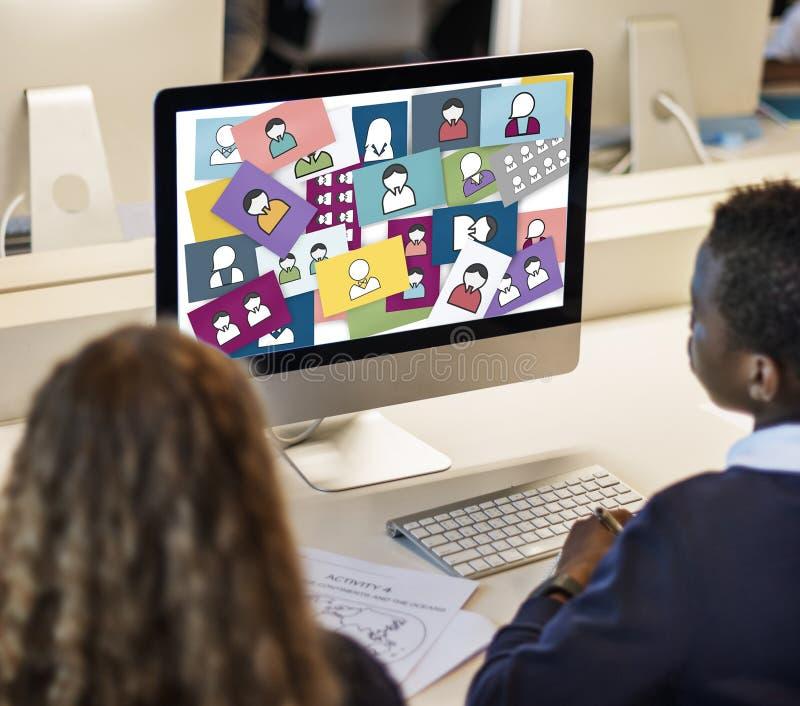 Socialt massmedia för Avatarprofilanvändargränssnitt som knyter kontakt anslutning arkivfoto