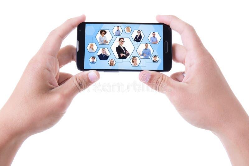 Socialt nätverksbegrepp - händer som rymmer smart telefonisolat för mobil royaltyfri bild