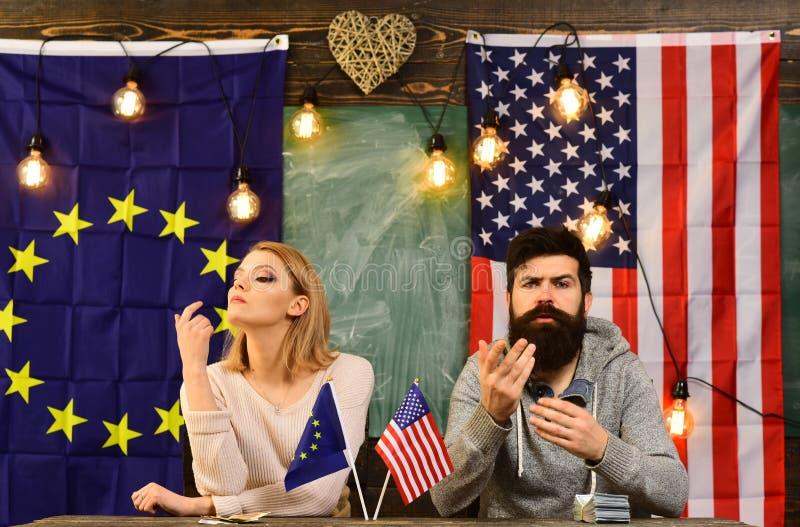 Sociedad entre los E.E.U.U. y la unión europea negociación del contrato y regulación del negocio conflicto de la política exterio imágenes de archivo libres de regalías