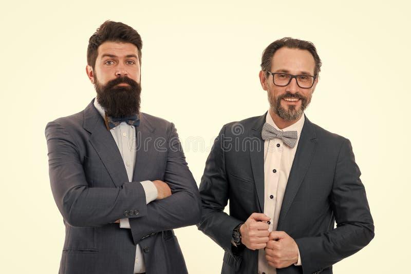 sociedad Hombres barbudos Colaboraci?n de la sociedad Sociedad madura de los hombres Hombres confiados Negocios Hombres de negoci fotografía de archivo