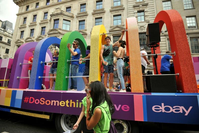 Società di Ebay che sostiene il gay pride di Londra a Londra, Inghilterra 2019 fotografie stock libere da diritti