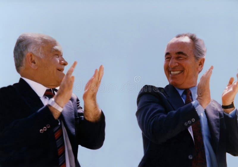 Socios de coalición Yitzhak Shamir y Shimon Peres imagenes de archivo