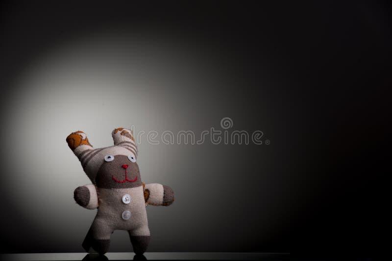 Sockenmarionette auf schwarzem u. weißem Hintergrund stockfotos