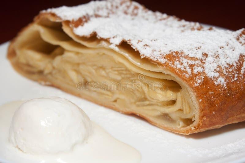 socker för is för äpple kräm- pudrat pie royaltyfria foton