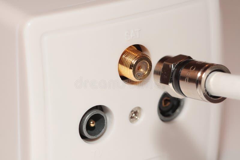 Socket de pared y cable coaxial fotografía de archivo