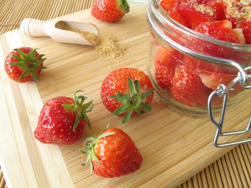 Sockrade jordgubbar royaltyfri bild