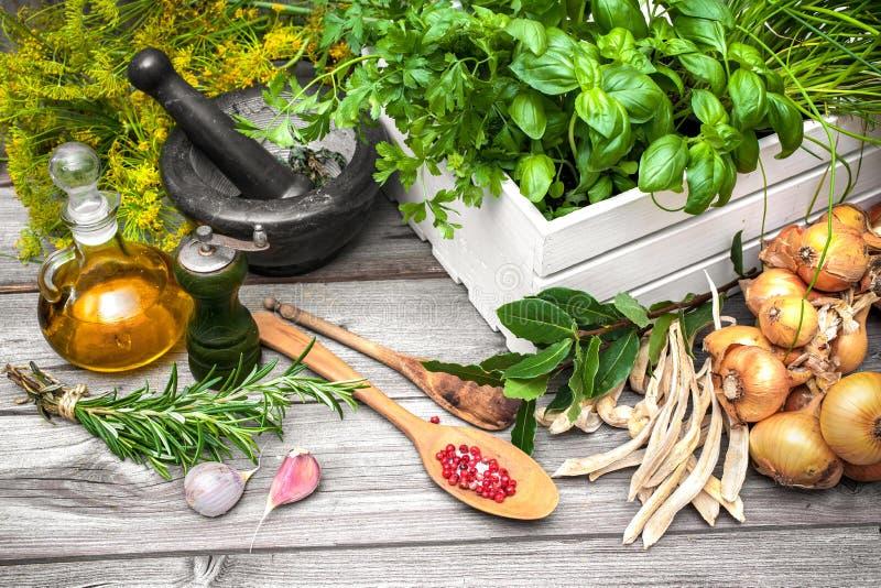 sockrar nuts kryddor för kanelbruna ingredienser för matlagningäggmjöl vanilj arkivfoton