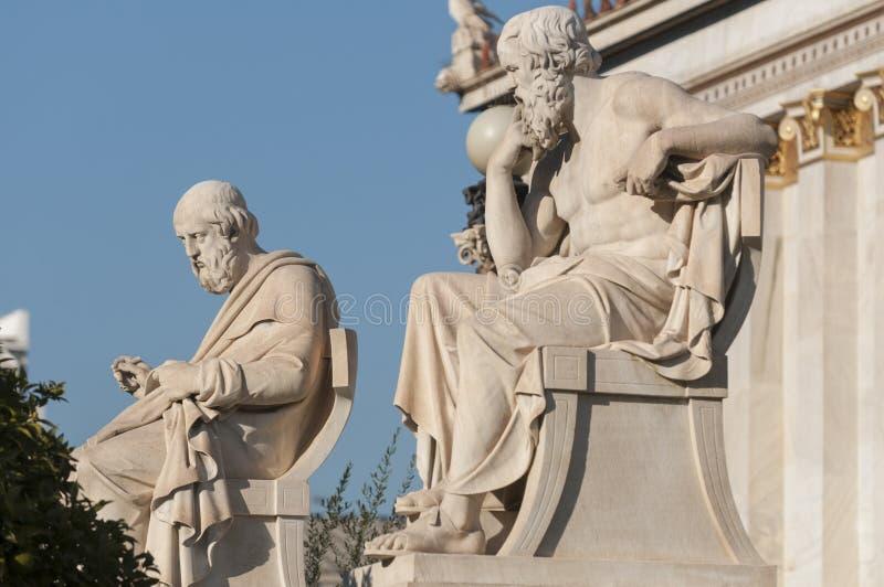 Socrates- och Plato statyer arkivbild