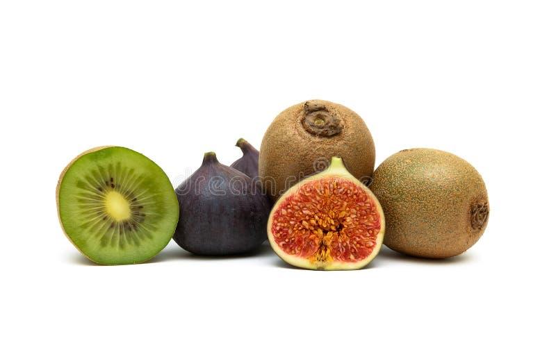 Soczyste figi i dojrzała kiwi owoc odizolowywający na białym tle zdjęcie stock