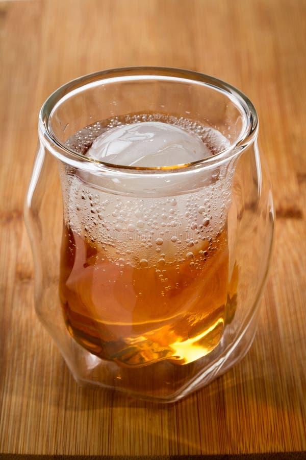 Soda del whiskey sulle rocce fotografie stock libere da diritti