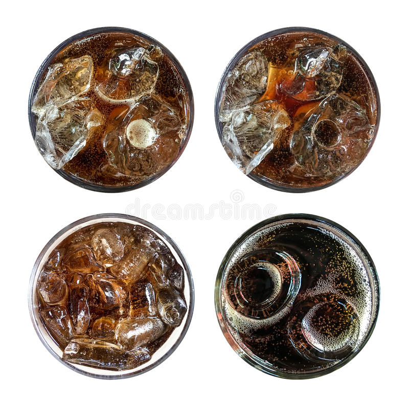 Soda pétillant régénérateur, ensemble de quatre verres froids de kola de vue supérieure photographie stock