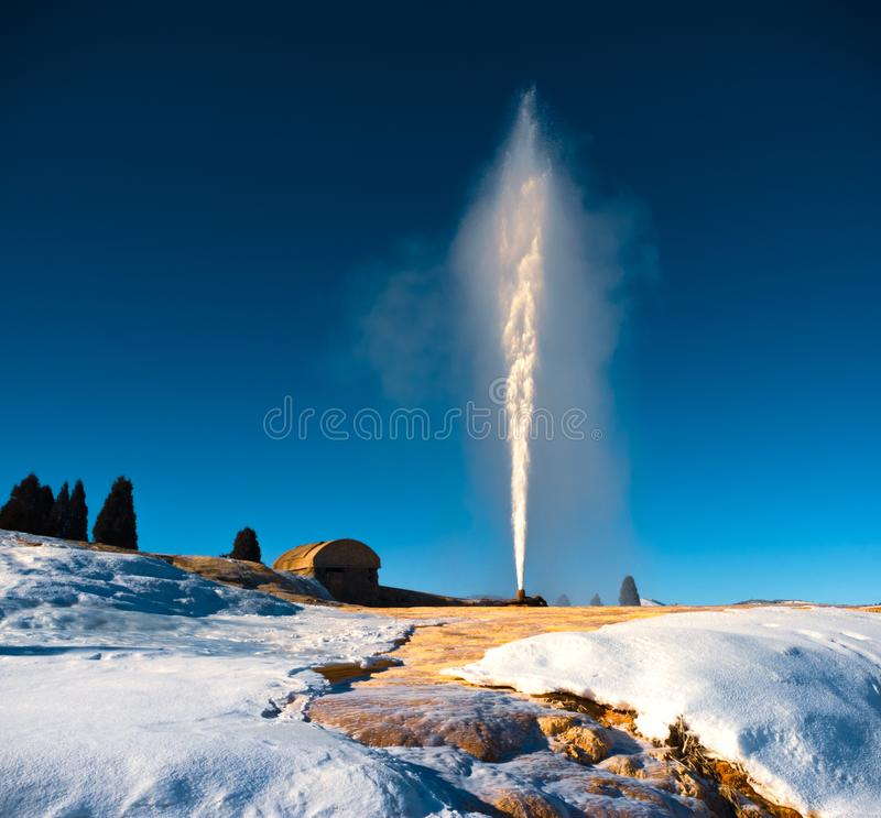 Soda Springs Geyser under vinter royaltyfri bild