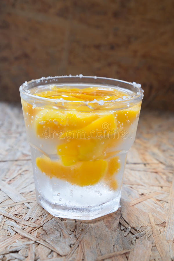Soda z brzoskwiniami fotografia stock