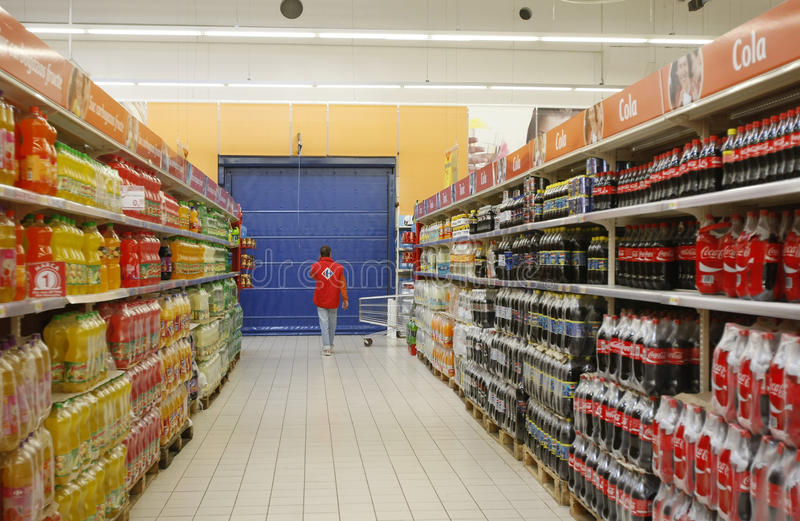 Sodaabteilung im Supermarkt stockbild