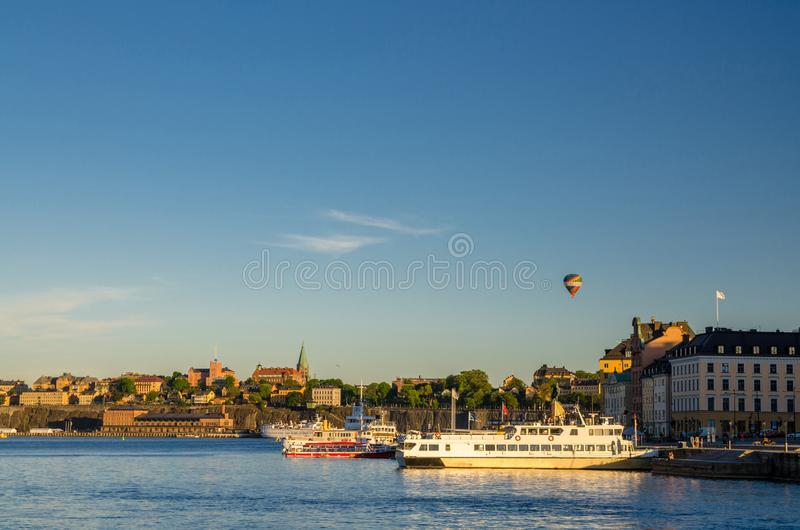 Sodermalm ökust nära sjöMalaren vatten, Stockholm, svensk arkivfoton