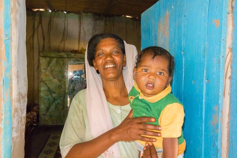 Soedanese vrouw met een baby royalty-vrije stock foto