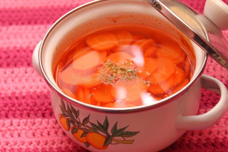 Soep van wortelen stock afbeeldingen