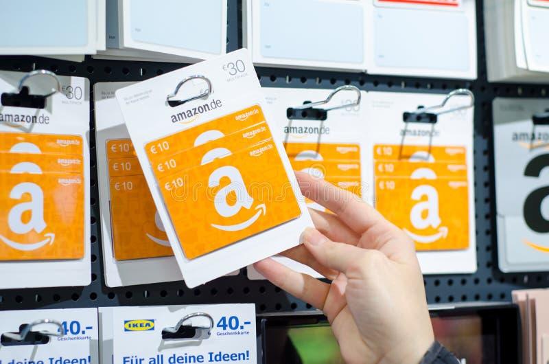 Soest, Γερμανία - 8 Ιανουαρίου 2019: Κάρτες δώρων του Αμαζονίου για την πώληση στο κατάστημα στοκ φωτογραφία με δικαίωμα ελεύθερης χρήσης