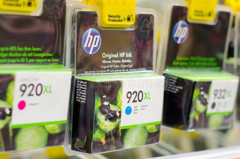 Soest, Alemanha - 12 de janeiro de 2019: Cartuchos de tinta de HP para a venda imagens de stock