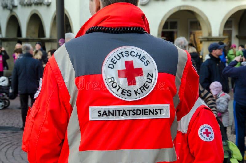 Soest, Alemania - 31 de diciembre de 2017: Cuerpo médico alemán de la Cruz Roja en alemán de la patrulla: Deutsches Rotes Kreuz,  fotografía de archivo libre de regalías