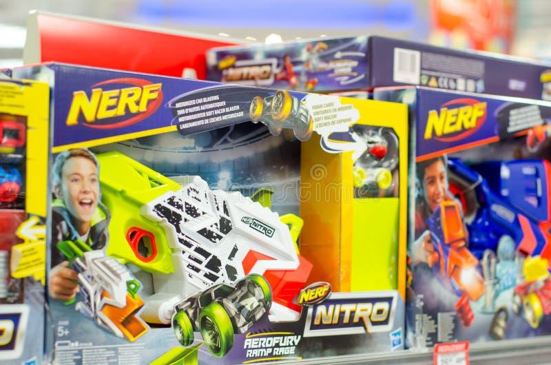 Soest, Alemania - 12 de enero de 2019: NERF Toy Guns en venta imagen de archivo libre de regalías