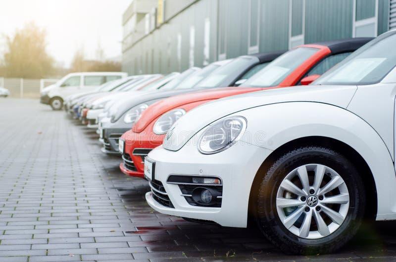 Soest, Alemania - 1 de enero de 2019: Nuevo Volkswagen en la sala de exposición del coche imagenes de archivo