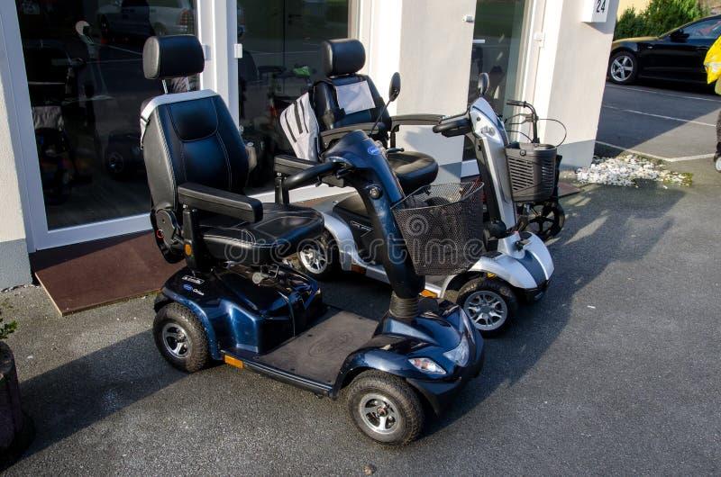Soest, Allemagne - 8 janvier 2018 : Scooter de mobilité d'Invacare et vitesse ELEKTROMOBIL de la VIE images libres de droits