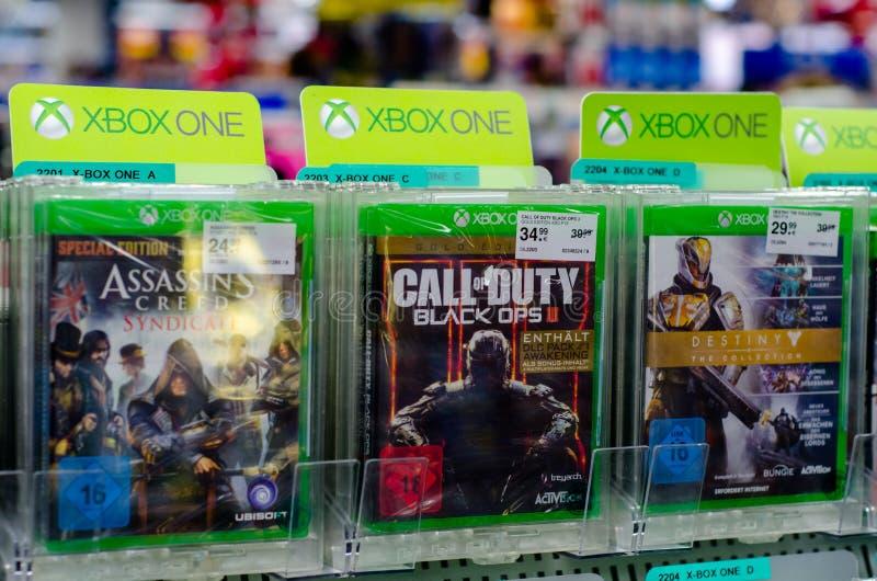 Soest, Duitsland - December 22, 2018: Xbox Onespelen voor verkoop in de ller supermarkt MÃ ¼ royalty-vrije stock foto