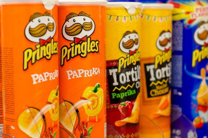 Soest, Duitsland - Januari 2, 2018: Rijen van Pringles-Snacks Pringles door het Kellogg Bedrijf, beroemd merk wordt bezeten van a royalty-vrije stock foto