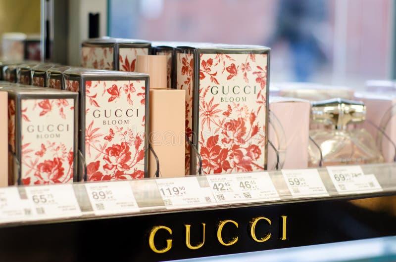 Soest Niemcy, Styczeń, - 3, 2019: GUCCI Perfumuje dla sprzedaży w sklepie zdjęcie stock