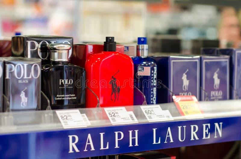 Soest Tyskland - Januari 3, 2019: Polo Ralph Lauren Perfume som är till salu i, shoppar royaltyfri fotografi