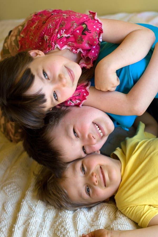 Soeur et deux frères images stock