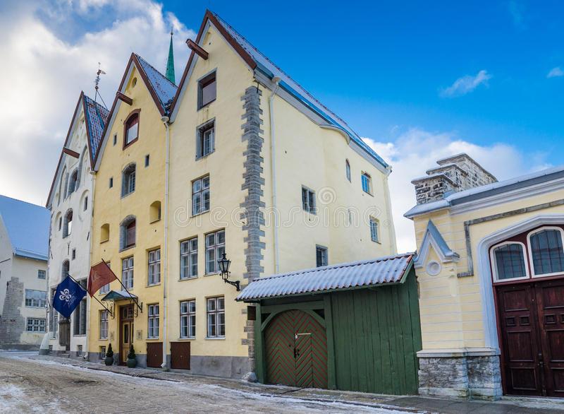 Soeurs antiques du bâtiment trois à Tallinn, Estonie images stock