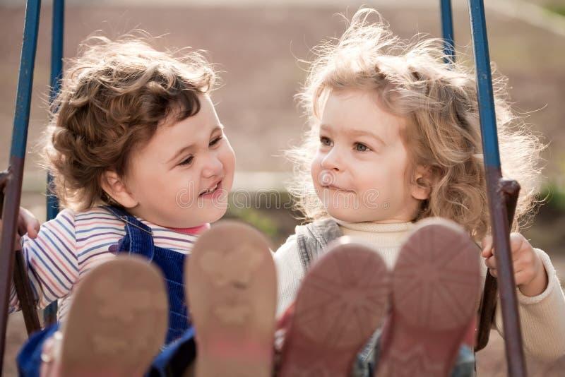 Soeurs jumelles image libre de droits