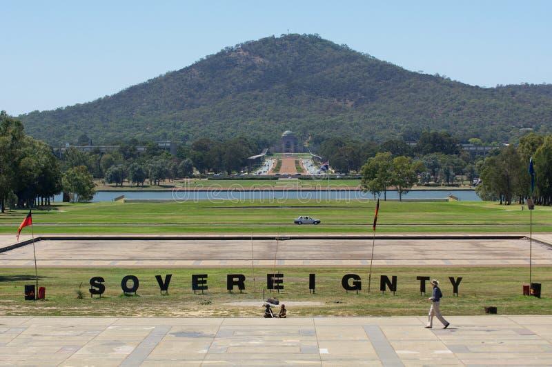 Soevereiniteitsteken bij de Inheemse Tentambassade op van de Streekaustralië van Canberra het Parlementaire Hoofdgrondgebied royalty-vrije stock fotografie