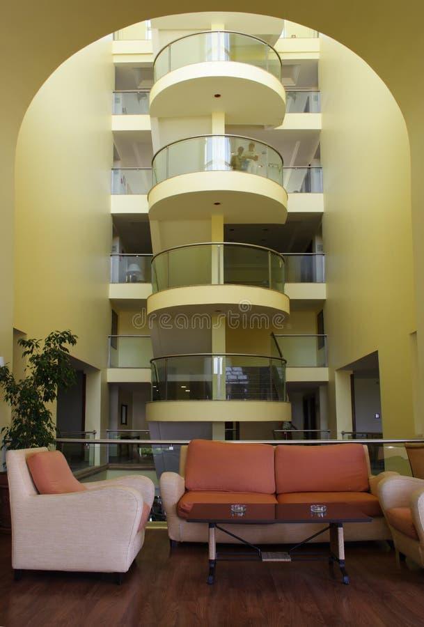 Download Sofà E Tavolino Da Salotto Al Corridoio Dell'hotel Fotografia Stock - Immagine di divan, portacenere: 3878390