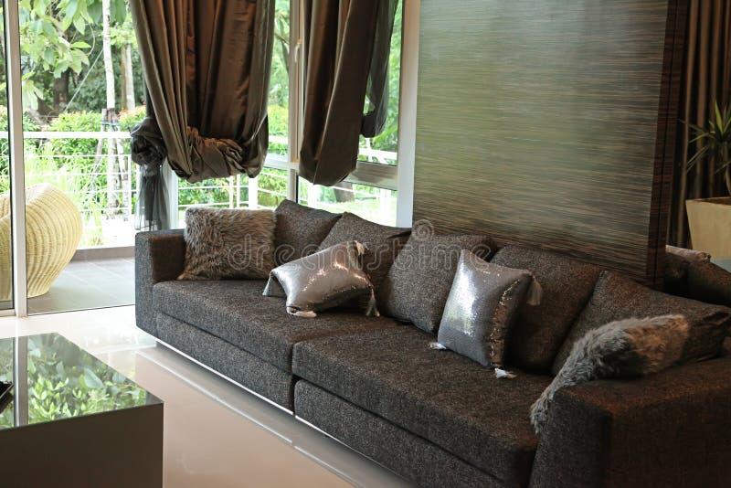 sofà moderno alla moda immagine stock